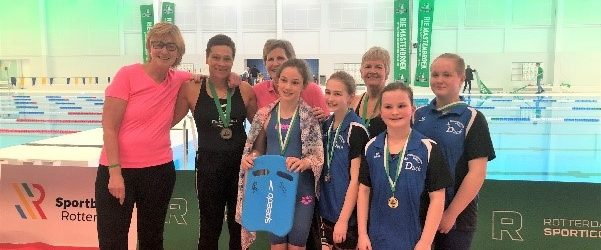 Georganiseerd door de Rotterdamse Sporticonen gehouden in Zwemcentrum te Rotterdam. Rotterdamse Sporticonen wil de Rotterdamse sporthelden eren én de gezondheid van Rotterdamse kinderen bevorderen, in het bijzonder die van kinderen […]